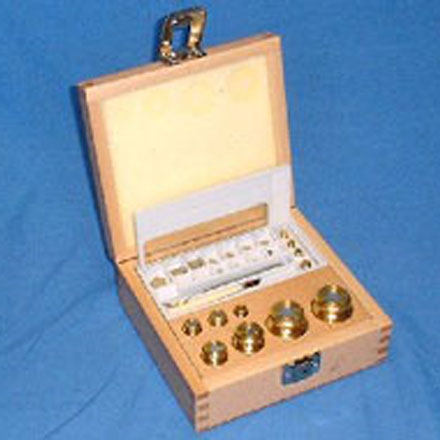 MILLIGRAM WEIGHT SET Set of OIML brass weights in a wooden box to 1 mg.